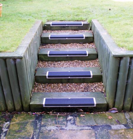 plaques-antiderapantes-pour-escaliers