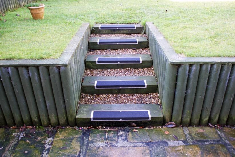 Plaques antid rapantes en l pour escaliers stabitape for Plaque hydrofuge exterieur
