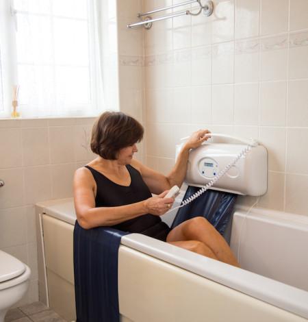 8.elevateur-sangle-descente-confortable-dans-la-baignoire