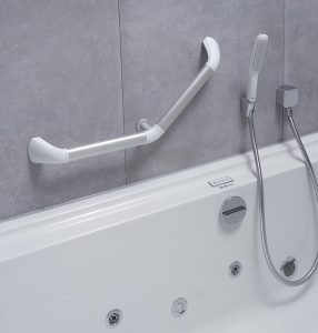 Barre de relevement en angle 45° pour installation sur baignoire